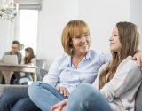 כך תשכענו את ההורים שלכם לעזור לכם בהסרת משקפיים בלייזר